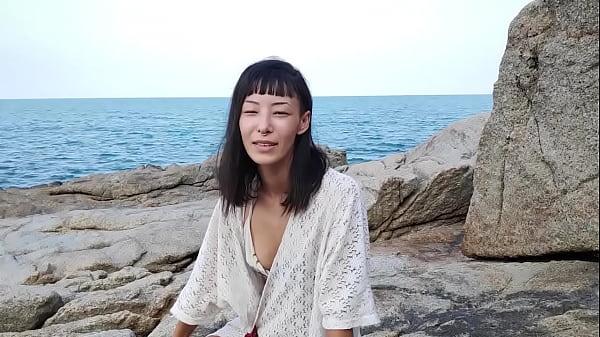 Sweet Asian Amateur Girl Spreads Wide Open
