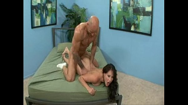 Hot wife Dehlia Sin gets fucked while husband watches