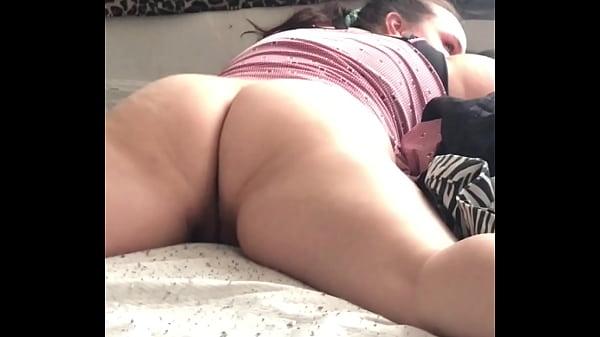 $vanillagood twerking on the bed