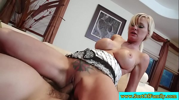 Stepdaughter fucking in threesome