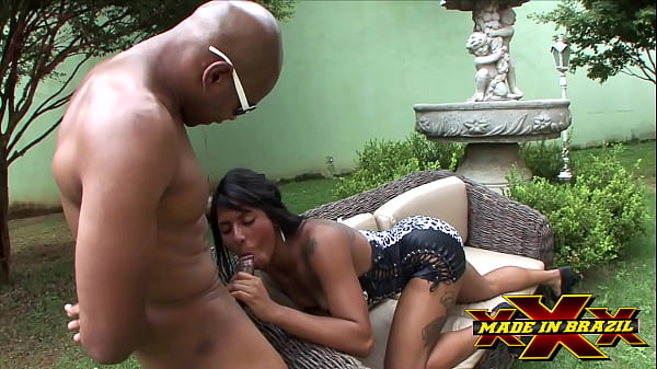 He visited his brother and found his sister-in-law in the garden playing siririca crazy to take a black prick up his ass while her husband works - Milla Albuquerque - Capoeira - Directed by Andre Garcia - Complete scene at Red