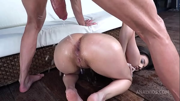 Sexy Colombian Emily Pink pissing with hardcore...