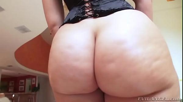 Walking Wiggling Ass of Anikka Albrite