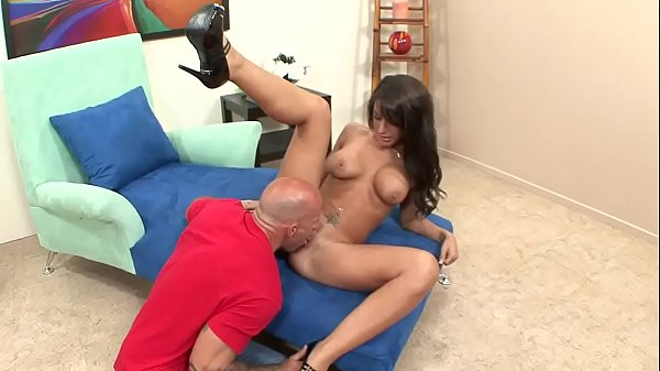 Mya bitch in a race meets a married man and gets fucked