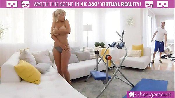 VRBangers.com BRIDGETTE B SEXY MOM HAVING SEX WITH THE POOL BOY