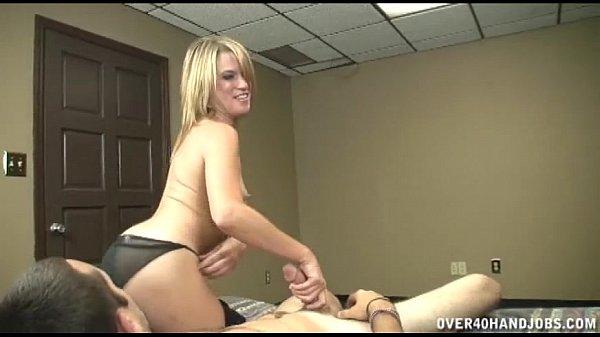 סרטון פורנו Hot Topless Handjob