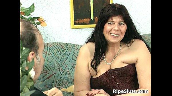 Divorced BBW mom with big tits sucks