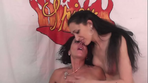 Two milf for an hard cock with Luna Dark, Kicca and Capitano Eric