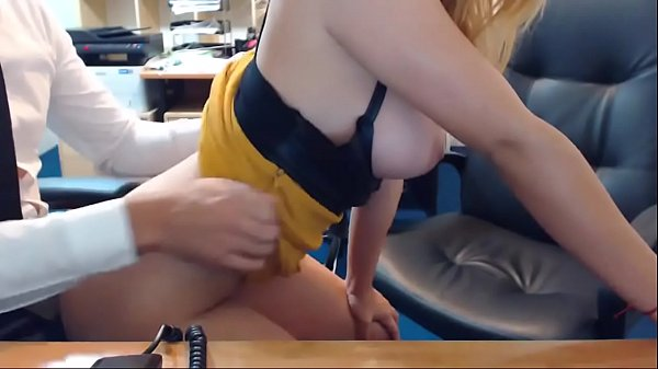 She fucks her boss and streams it live