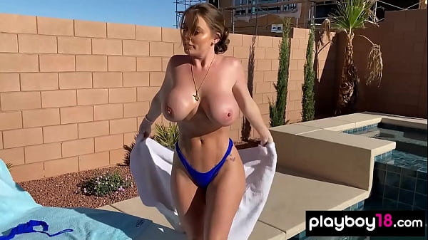 Chubby MILF Sophie Dee masturbating after she oiled her massive tits