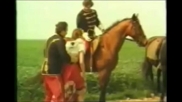 Lóval együtt szexeltek egymással