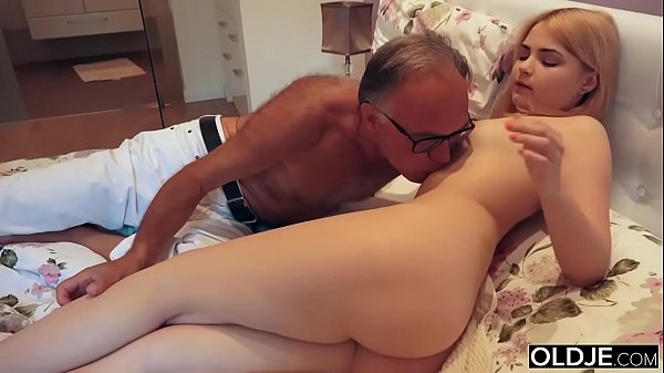 18 yo girl kissing and fucks her step dad in hi...