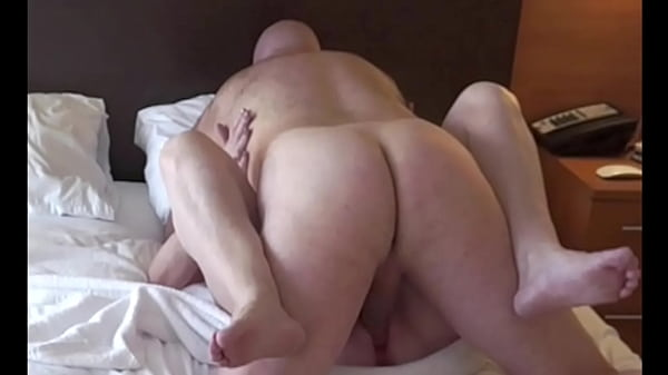 Plump Mature Amateur gets fucked missionary style