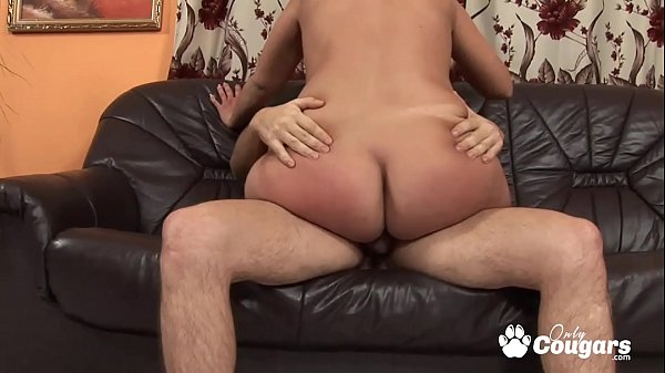 One Legged MILF Has Her Hairy Pussy Pounded - Handicap Porn Thumb