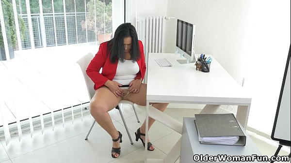 Milf secretary Ria Black takes a break from accounting