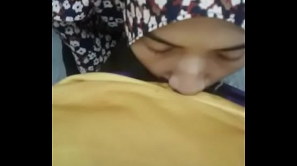 hijab girlfriend giving a blow @ asiansex.life