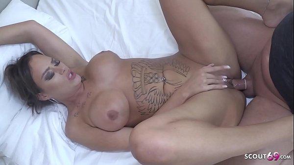 ►► German Big Ass womanly MILF Sarah Starr at R...