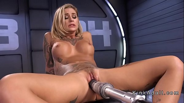 Tattooed busty beauty bangs machine