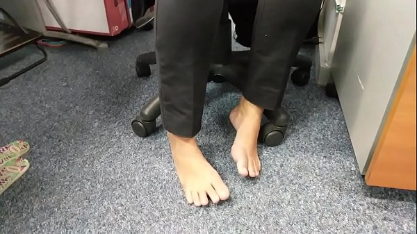 Candid Feet Amazing Barefoot in Work Part 1