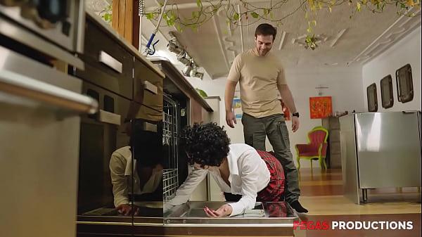 Pegas Productions - Pogner dans le Lave-Vaisselle & Fourée !