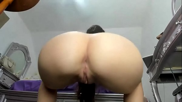 Video girl naked outside squats