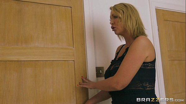 Brazzers - Big boobed milf Leigh Darby gets pou...