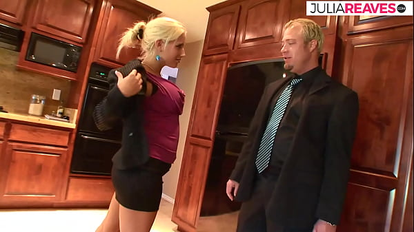 The real estate agent shows Marianne her dream house and she shows him the dream cunt to have sex