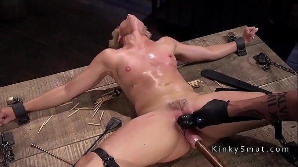 סרטי סקס Blonde gets nipples torture in bdsm