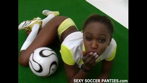 Sporty and exotic ebony Island girl teasing
