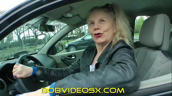 Mature enjoys herself