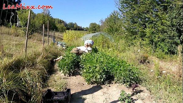 Farmer voyeur :) - Lea Mixx