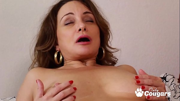 Naughty Step-mom Finger Bangs Her Daughter To O...