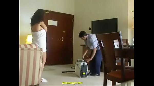 Indian Bhabhi flashing towel room service