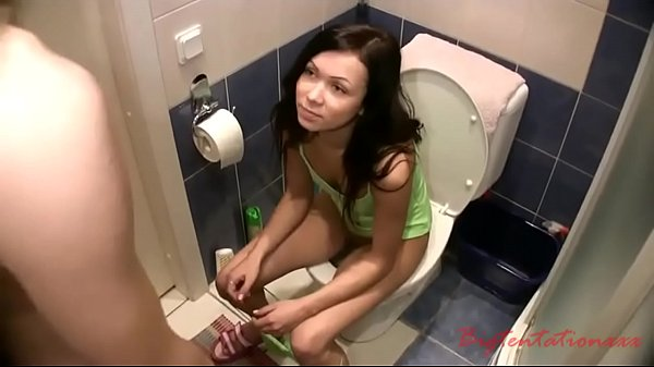 russian found a girlfriend without panties in the toilet and fucke
