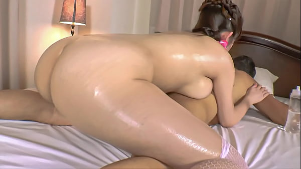 Japanese Milf Gives Oily Massage | Uncensored