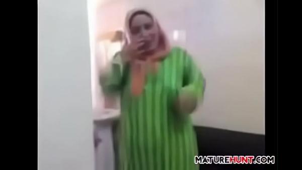 Chubby Mature Arabic Maid Wants Cock