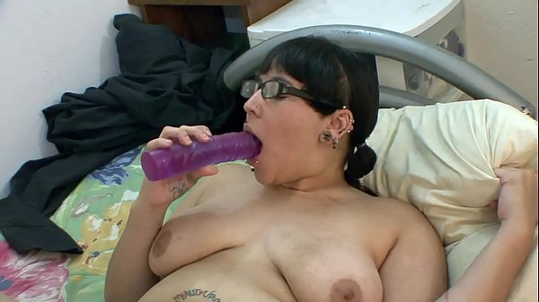 Syra makes her pussy wet - Hot video HD