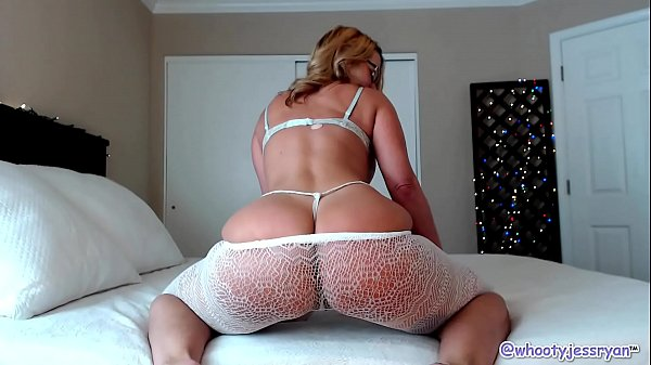 Hot Milf Twerking and Ass Shaking