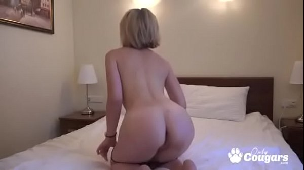 Amateur Shows You Her Sexy Butt On Cam