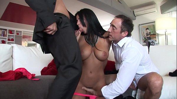 Anissa Kate, sodomisée par deux vieux pervers.