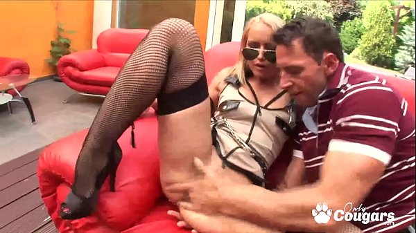 Caty Cambell Spreads Her Legs & Gets Ass Fucked Wearing Stockings & High Heels