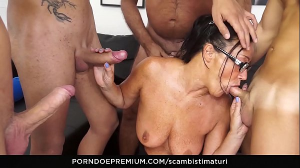 SCAMBISTI MATURI - Amateur mature orgy with hot ass fucking for brunette Italian taking 4 on 1