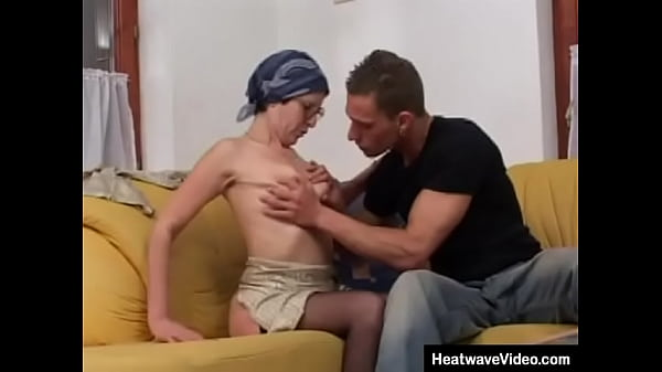 The middle-aged housewife loves it rough fuck anal