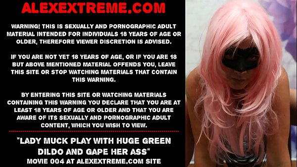 Lady Muck play with huge green dildo and gape h...