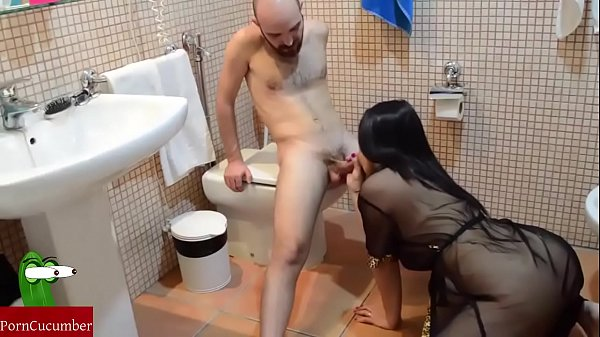 She playing to blowjob and slurp in the toilet. RAF082