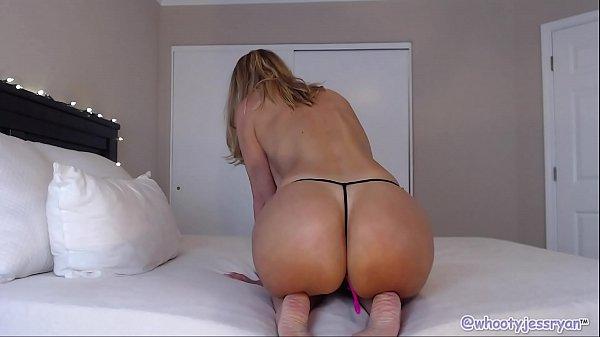 Mature Camgirl In Hot Yoga Pants