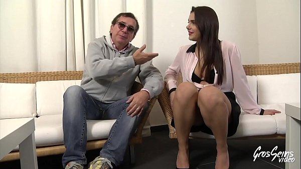 Valentina Nappi, une jeune salope qui ne pense qu'au sexe