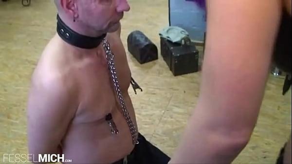 Sklaven Qual und Sklaven Folter, extrem BDSM Fetisch Session mit deutscher Domina im Studio, Sklave gefoltert