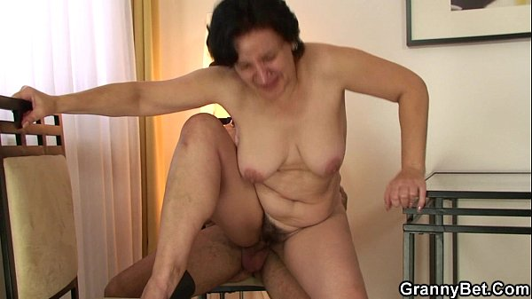 Granny tourist is picked up and fucked Thumb