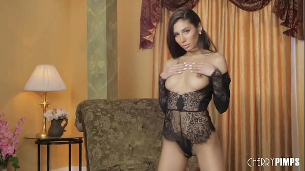All Natural Hottie Gianna Dior Playing With Her Pussy In A Glamorous Masturbation Scene